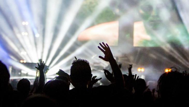 Pérdida de audición y conciertos: Razones para usar protección auditiva