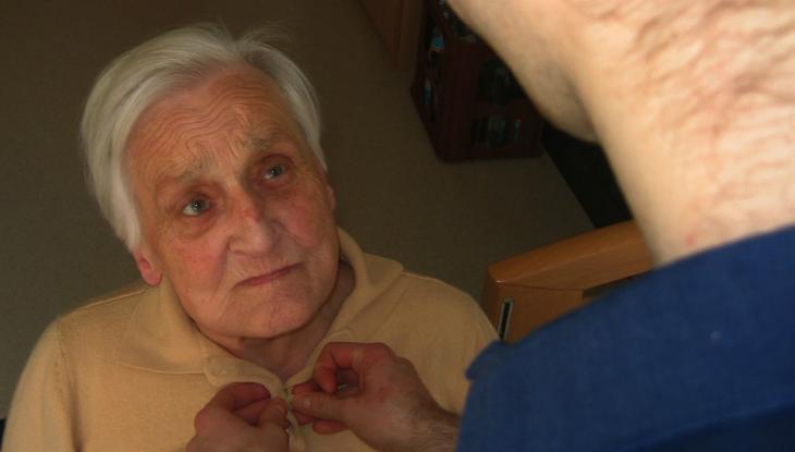 ¿Cómo se relacionan pérdida de audición y Alzheimer?