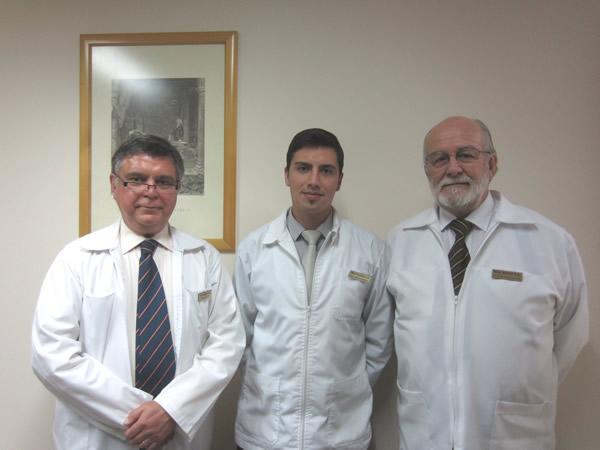 De izquierda a derecha, Ronald Kelly, Sebastián Suazo y Reynaldo Espinosa de Más Audio